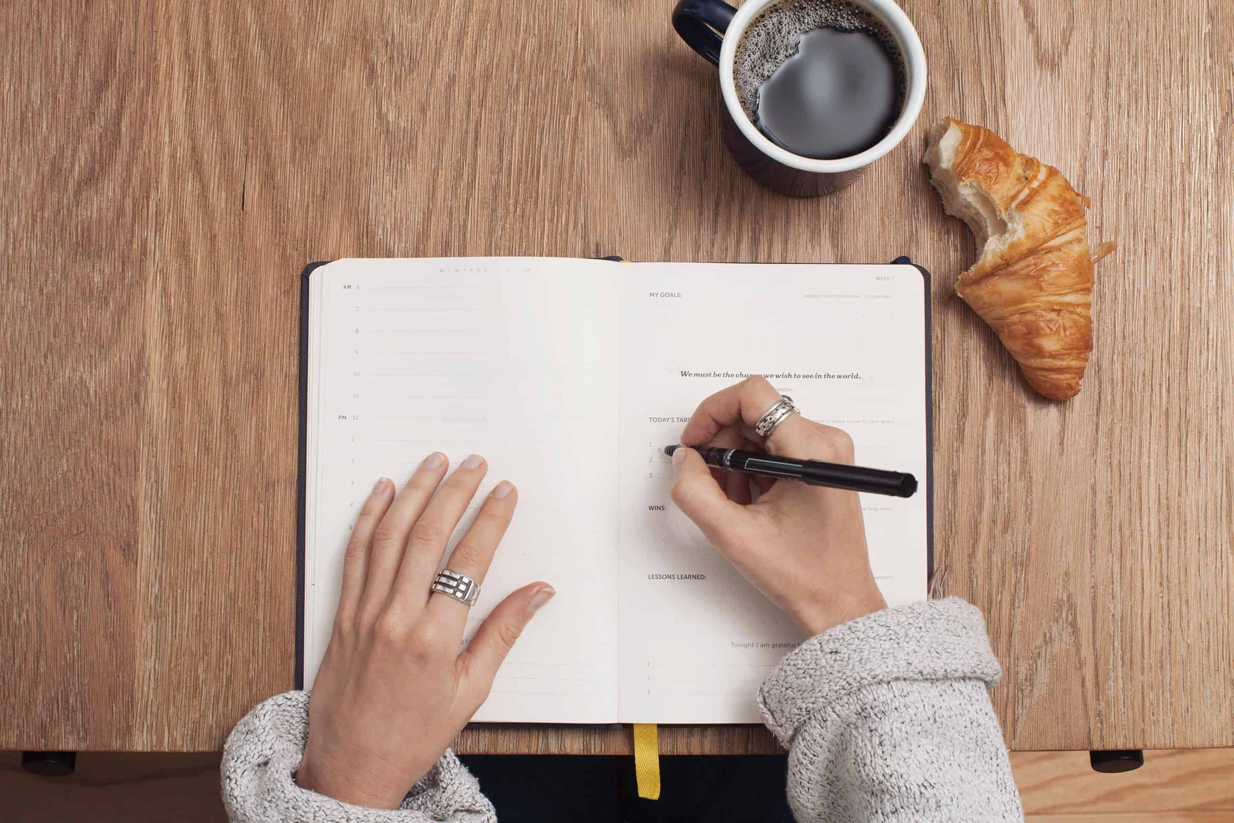 Tips For Finding Inspiration While Working at Your Desk